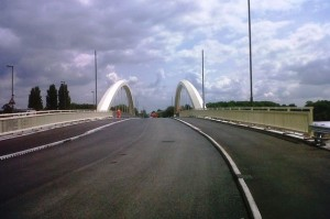 Walton Bridge has shared paths for cyclists and pedestrians. Photo by Get Surrey